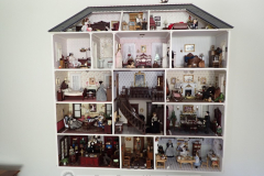 Dollhouse with incredible detail